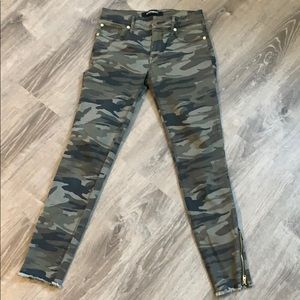 Mid Ride Camo Ankle Pants